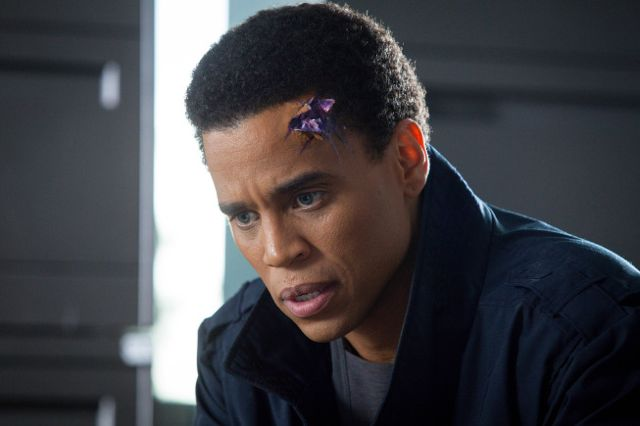 Almost Human 1x03 6