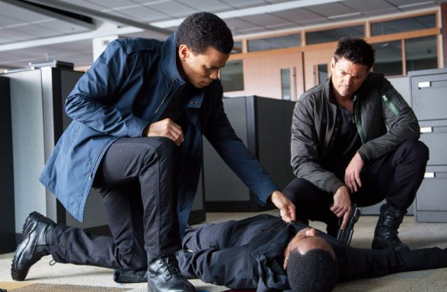 Almost Human 1x03 1