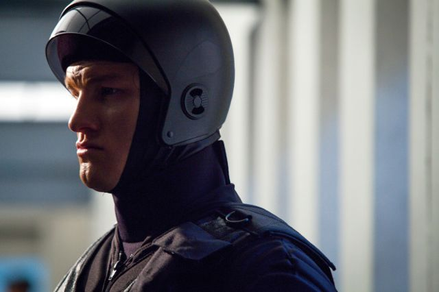 Almost Human 1x8 3