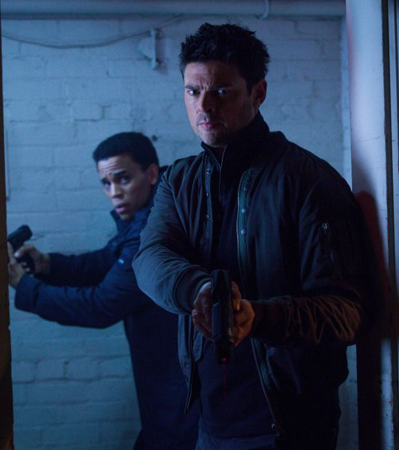 Almost Human 1x8 2