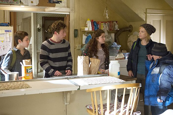 Ethan Cutkosky as Carl Gallagher, Jeremy Allen White as Lip Gallagher, Emma Kenney as Debbie Gallagher and Emily Burgl as Sammi in Shameless (Season 4, episode 7) - Photo: Cliff Lipson/SHOWTIME
