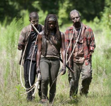 Walkers and Michonne (Danai Gurira) - The Walking Dead _ Season 4, Episode 9