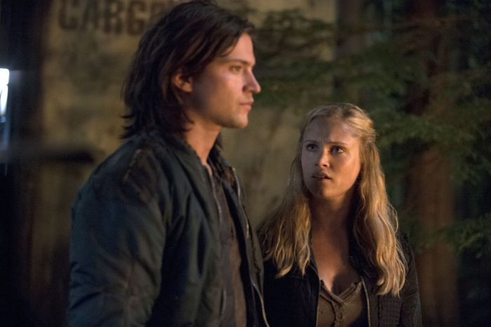 The 100 Thomas McDonell as Finn and Eliza Taylor as Clarke