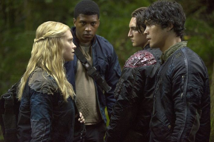 The 100 Eliza Taylor as Clarke, Eli Goree as Wells, Richard Harmon as Murphy, and Bob Morley as Bellamy