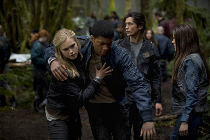 The 100 Eliza Taylor as Clarke, Eli Goree as Wells, Bob Morley as Bellamy, and Marie Avgeropoulos as Octavia