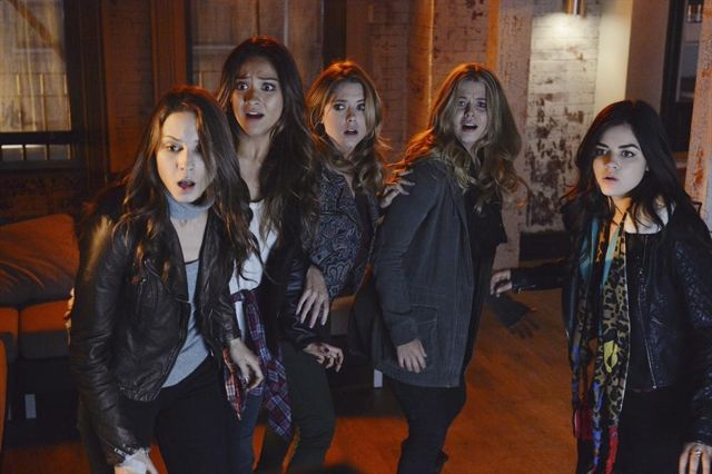 TROIAN BELLISARIO, SHAY MITCHELL, ASHLEY BENSON, SASHA PIETERSE, LUCY HALE