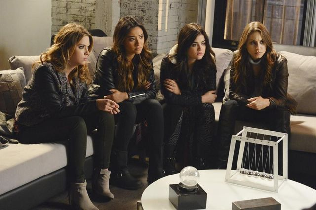 Pretty Little Liars Season 4 Episode 24 09