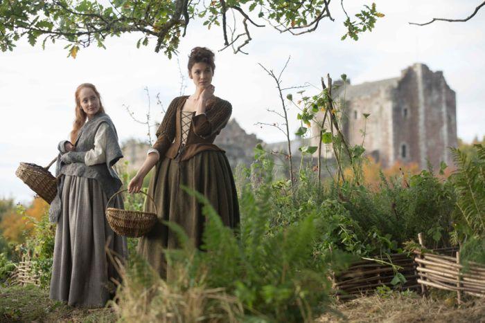 Outlander 2014 Geillis Duncan (Lotte Verbeek); Claire Randall (Caitriona Balfe)