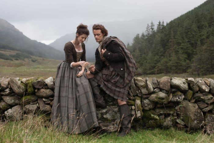 Outlander 2014 Claire Randall (Caitriona Balfe), Jamie Fraser (Sam Heughan)
