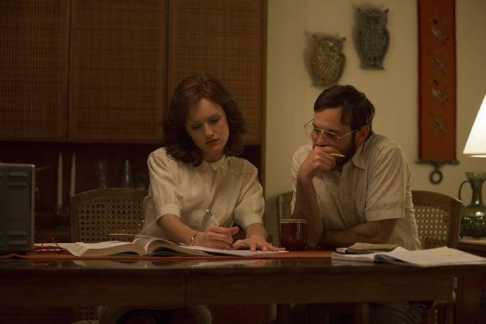 Kerry Bishe as Donna Clark and Scoot McNairy as Gordon Clark   Halt And Catch Fire