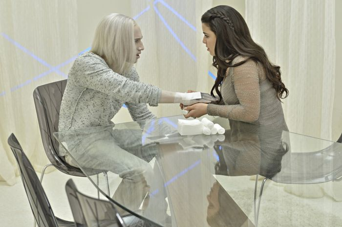 Jesse Rath as Alak Tarr, Nicole Munoz as Christie Tarr Defiance Season 2