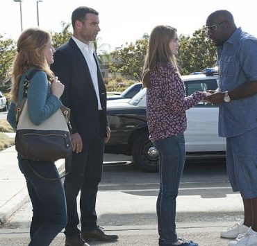 Paula Malcomson as Abby Donovan, Liev Schreiber as Ray Donovan, Kerris Dorsey as Bridget Donovan and Omar J. Dorsey as Cookie Brown in Ray Donovan (Season 2, Episode 09)