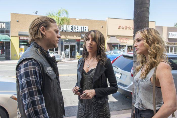 "Sons Of Anarchy 7x01 Charlie Hunnam as Jackson ""Jax"" Teller, Katey Sagal as Gemma Teller, Drea De Matteo as Wendy Case"