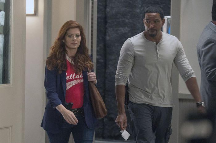 Debra Messing as Laura Diamond, Laz Alonso as Billy Soto The Mysteries of Laura - Season 1