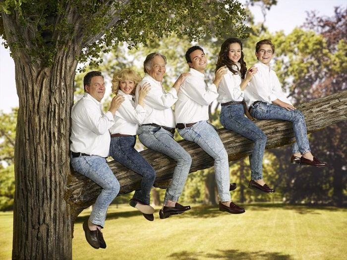 JEFF GARLIN, WENDI MCLENDON-COVEY, GEORGE SEGAL, TROY GENTILE, HAYLEY ORRANTIA, SEAN GIAMBRONE The Goldbergs Season 2