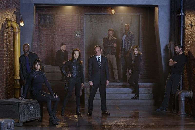 B.J. BRITT, CHLOE BENNETT, IAIN DE CAESTECKER, MING-NA WEN, CLARK GREGG, NICK BLOOD, HENRY SIMMONS, ELIZABETH HENSTRIDGE, BRETT DALTON Agents of SHIELD Cast Photo Season 2