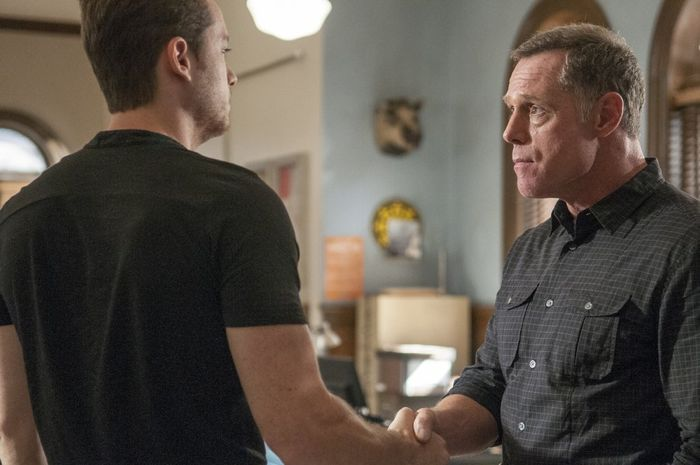"""CHICAGO P.D. -- """"Call it Macaroni"""" Episode 201 -- Pictured: (l-r) Jesse Lee Soffer as Jay Halstead, Jason Beghe as Hank Voight"""