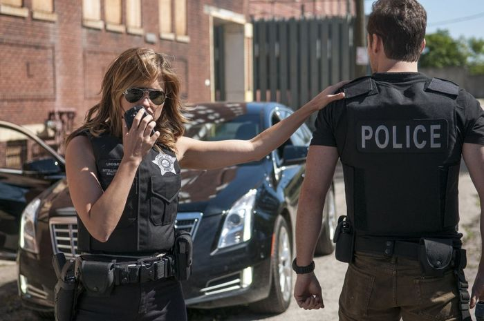 """CHICAGO P.D. -- """"Call it Macaroni"""" Episode 201 -- Pictured: (l-r) Sophia Bush as Erin Lindsay, Jesse Lee Soffer as Jay Halstead"""