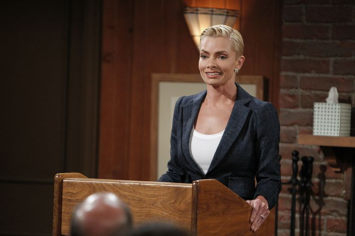 Christy agrees to help out Jill (Jaime Pressly), a woman who is newly sober, on the season premiere of MOM