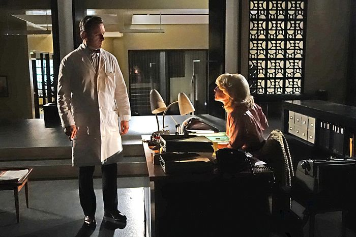 Michael Sheen as Dr. William Masters and Annaleigh Ashford as Betty in Masters of Sex (season 2, episode 10)