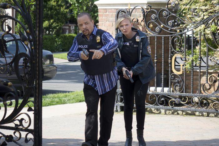 Ice-T as Detective Odafin 'Fin' Tutuola, Kelli Giddish as Detective Amanda Rollins Law & Order: Special Victims  Unit - Season 16