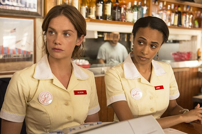 Ruth Wilson as Alison and Nicolette Robinson as Jane in The Affair (season 1, episode 1)