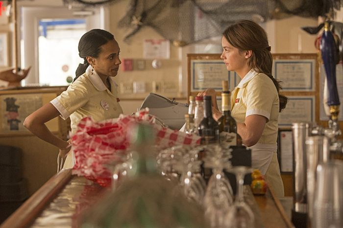 Nicolette Robinson as Jane and Ruth Wilson as Alison in The Affair (season 1, episode 1)