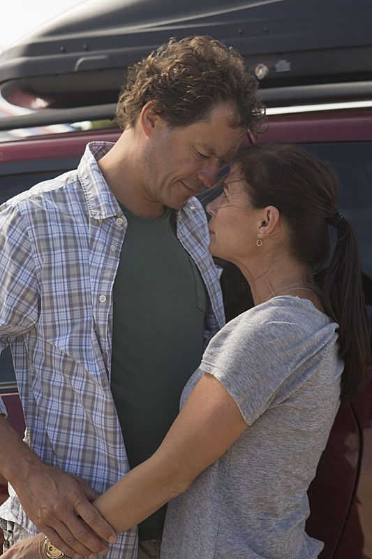 Dominic West as Noah and Maura Tierney as Helen in The Affair (Pilot)