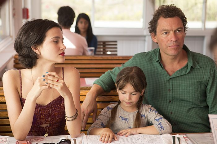 Julia Goldani Telles as Whitney, Leya Catlett as Stacey and Dominic West as Noah in The Affair (season 1, episode 1)