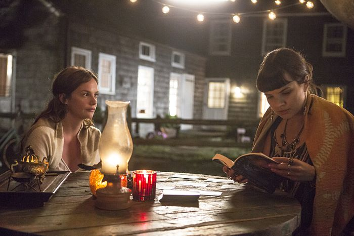 Ruth Wilson as Alison and Kaija Matis as Mary-Kate in The Affair (season 1, episode 1)