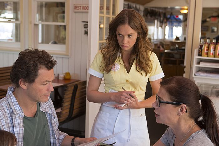 Dominic West as Noah, Ruth Wilson as Alison and Maura Tierney as Helen in The Affair (season 1, episode 1)