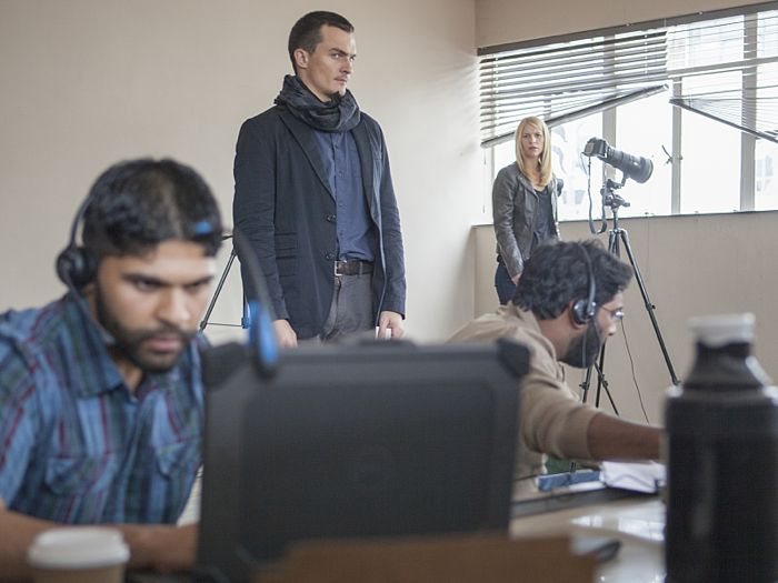 Rupert Friend as Peter Quinn and Claire Danes as Carrie Mathison in Homeland (Season 4, Episode 4)