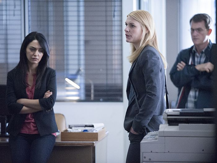 Nazanin Boniadi as Fara, Claire Danes as Carrie Mathison and Maury Sterling as Max in Homeland (Season 4, Episode 3)