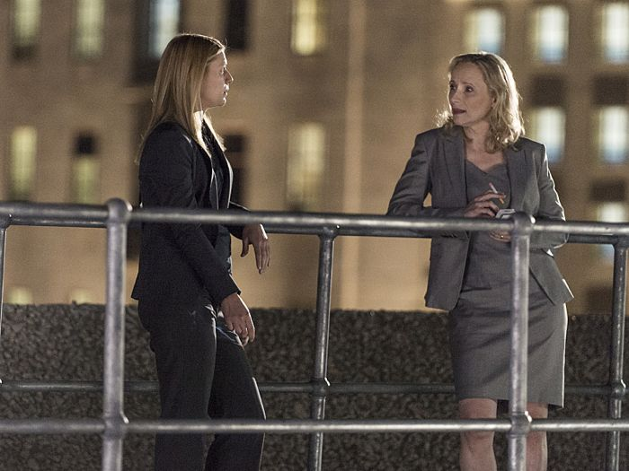 Claire Danes as Carrie Mathison and Laila Robins as Martha Boyd in Homeland (Season 4, Episode 3)