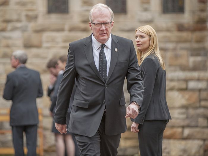 Tracy Letts as Andrew Lockhart and Claire Danes as Carrie Mathison in Homeland (Season 4, Episode 2)