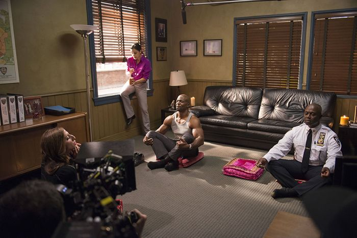 Brooklyn99-S2-Ep7_BTS_081