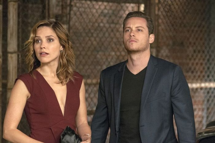 Sophia Bush as Erin Lindsay, Jesse Lee Soffer as Jay Halstead Chicago P.D. - Season 2