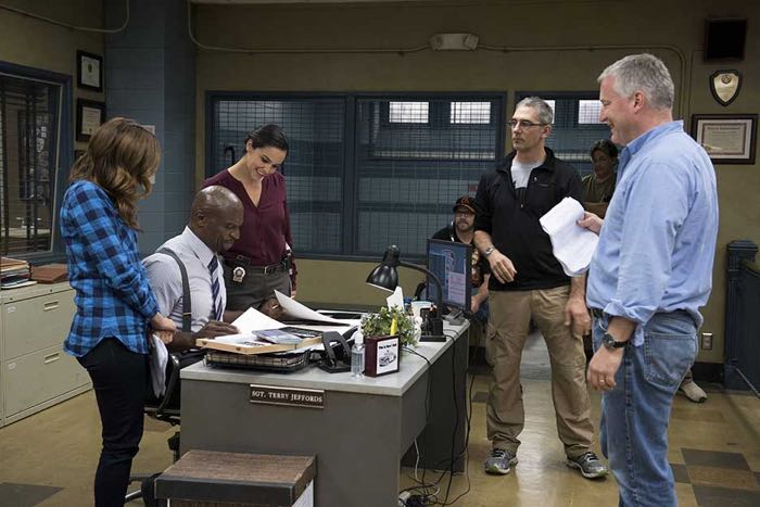 Brooklyn99-S2-Ep11_BTS_2398