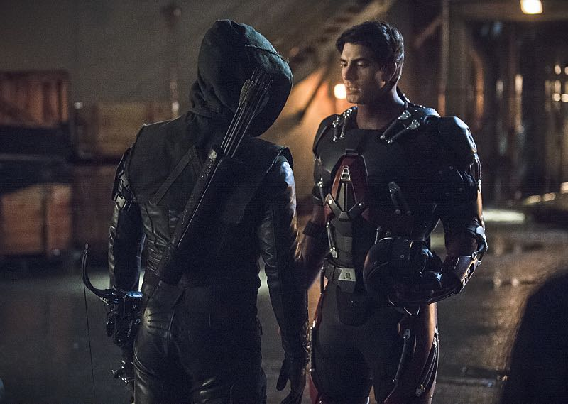 "Arrow -- ""Suicidal Tendencies"" -- Image AR317B_0296b -- Pictured (L-R): Stephen Amell as Oliver Queen / The Arrow and Brandon Routh as Ray Palmer / The Atom -- Photo: Cate Cameron/The CW -- © 2015 The CW Network, LLC. All Rights Reserved."