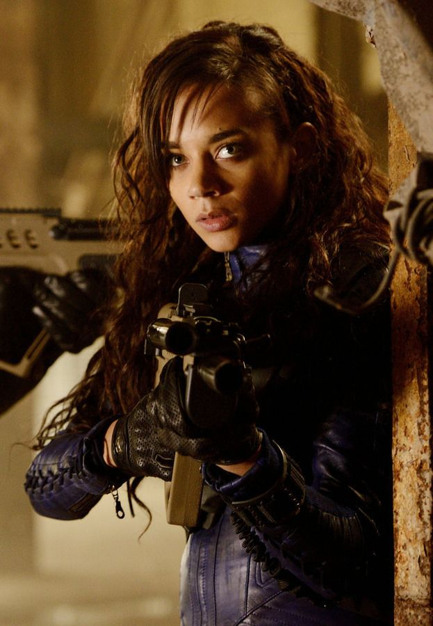 "KILLJOYS -- ""The Sugar Point Run"" Episode 102 -- Pictured: Hannah John-Kamen as Dutch -- (Photo by: Steve Wilkie/Syfy)"