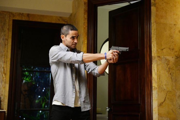 """GRACELAND -- """"Chester Cheeto"""" Episode 302 -- Pictured: Manny Montana as Joe """"Johnny"""" Tuturro -- (Photo by: Jeff Daly/USA Network)"""