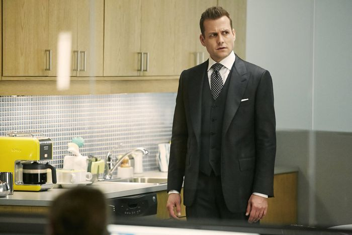"""SUITS -- """"Compensation"""" Episode 502 -- Pictured: Gabriel Macht as Harvey Specter -- (Photo by: Ian Watson/USA Network)"""