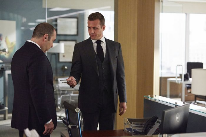 """SUITS -- """"Denial"""" Episode 501 -- Pictured: (l-r) Rick Hoffman as Louis Litt -- (Photo by: Shane Mahood/USA Network)"""