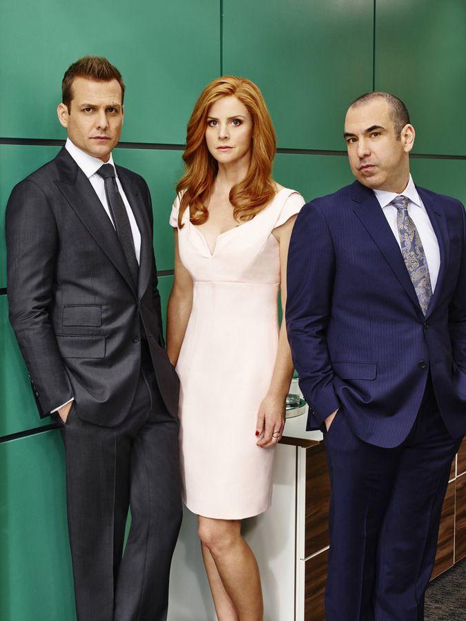 SUITS -- Season:5 -- Pictured: (l-r) Gabriel Macht as Harvey Specter, Sarah Rafferty as Donna Paulsen, Rick Hoffman as Louis Litt -- (Photo by: Nigel Parry/USA Network)