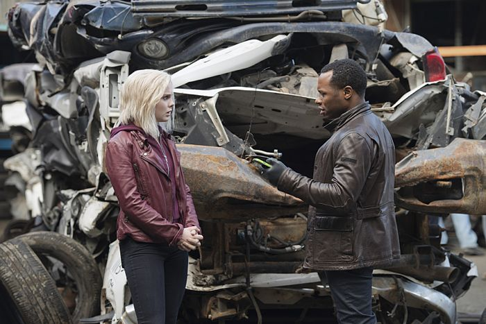 """iZombie -- """"Blaine's World"""" -- Image Number: ZMB113A_0202 -- Pictured (L-R): Rose McIver as Olivia """"Liv"""" Moore and Malcolm Goodwin as Clive Babineaux -- Photo: Diyah Pera/The CW -- © 2015 The CW Network, LLC. All rights reserved."""
