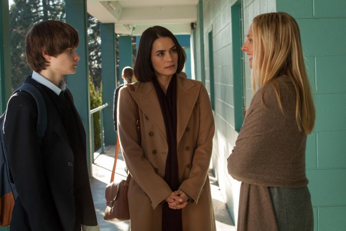 "WAYWARD PINES:  Theresa (Shannyn Sossamon, C) takes Ben (Charlie Tahan, L) to his first day of school in the ""One of Our Senior Realtors Has Chosen to Retire"" episode of WAYWARD PINES airing Thursday, June 4 (9:00-10:00 PM ET/PT) on FOX.  Also pictured:  guest star Hope Davis, R.  ©2015 Fox Broadcasting Co.  Cr:  Liane Hentscher/FOX"