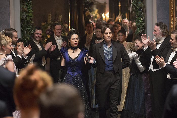 Jonny Beauchamp as Angelique and Reeve Carney as Dorian Gray in Penny Dreadful (season 2, episode 6). - Photo: Jonathan Hession/SHOWTIME - Photo ID: PennyDreadful_206_2054