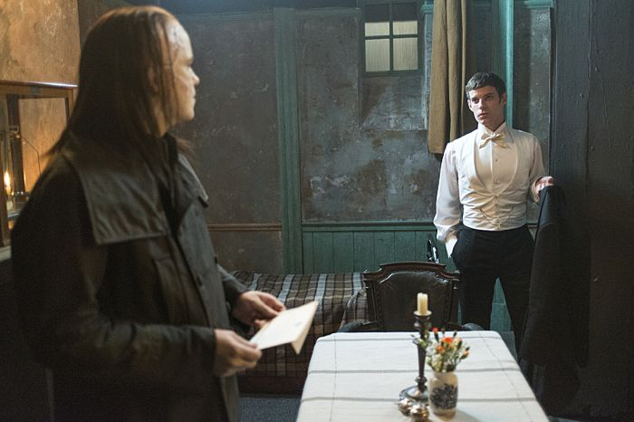Rory Kinnear as The Creature and Harry Treadaway as Dr. Victor Frankenstein in Penny Dreadful (season 2, episode 6). - Photo: Jonathan Hession/SHOWTIME - Photo ID: PennyDreadful_206_4527
