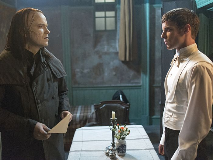 Rory Kinnear as The Creature and Harry Treadaway as Dr. Victor Frankenstein in Penny Dreadful (season 2, episode 6). - Photo: Jonathan Hession/SHOWTIME - Photo ID: PennyDreadful_206_4524