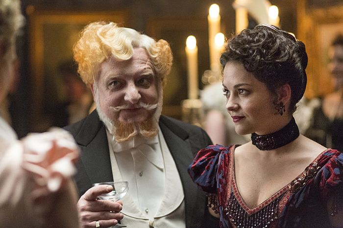 Simon Russell Beale as Ferdinand Lyle and  Sarah Greene as Hecate in Penny Dreadful (season 2, episode 6). - Photo: Jonathan Hession/SHOWTIME - Photo ID: PennyDreadful_206_2654